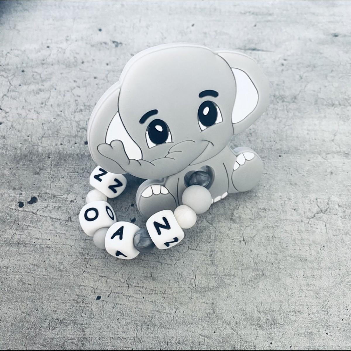 Anneau de dentition personnalisé pour fille et garçon : personnalisez l'anneau de dentition de votre bébé confectionné avec des perles en silicone à la main dans mon atelier à Montpellier. Large choix de modèles d'anneaux de dentition personnalisables.