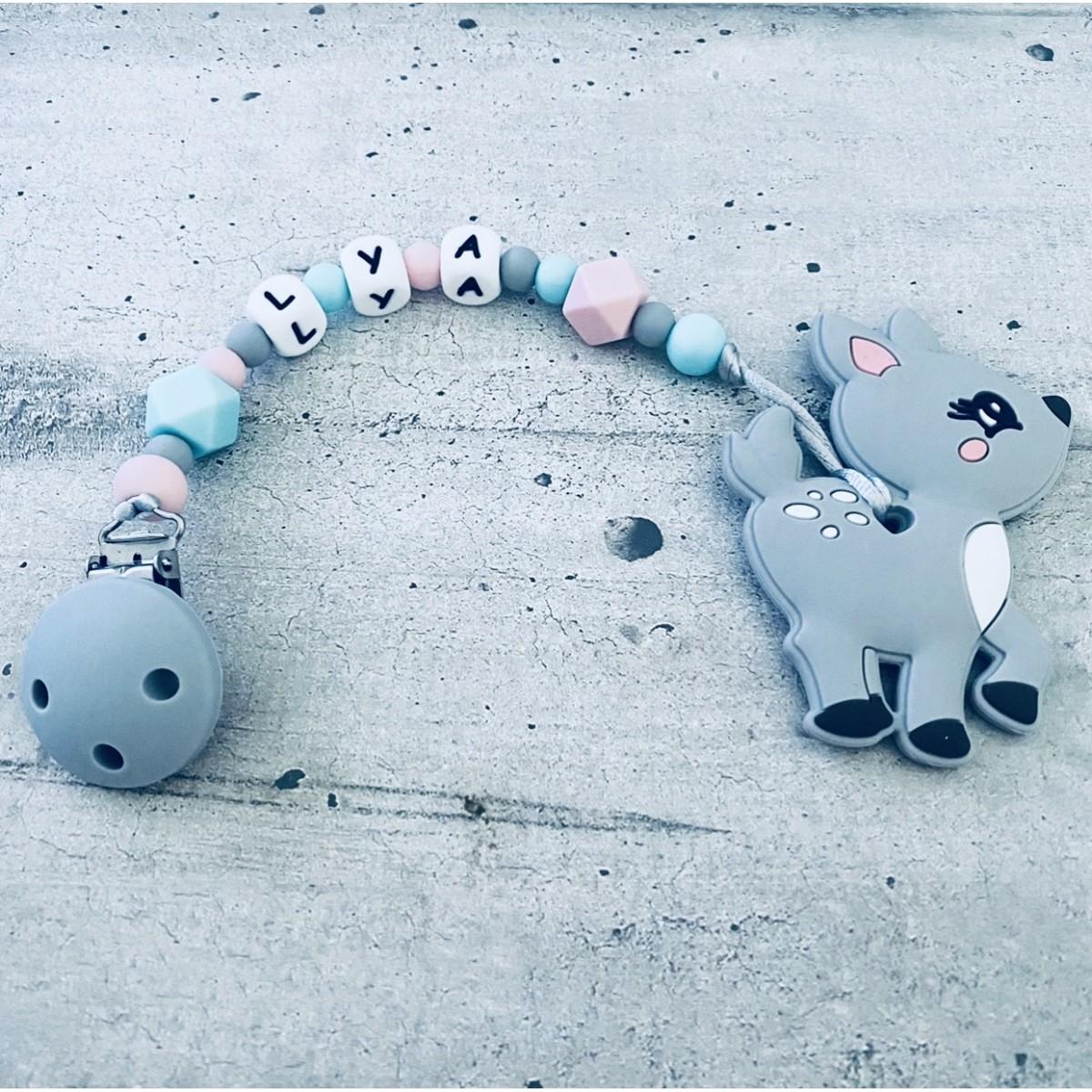Attaches dentition personnalisées bébé fille garçon : Mickey, flamant rose, koala, licorne, renard, tortue, pingouin, lapin, girafe, hérisson... Créez l'attache dentition personnalisée avec des perles en silicone, confectionnée à la main à Montpellier.
